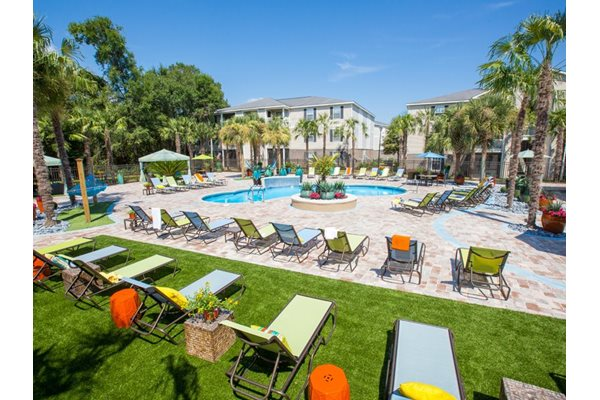 Pool Side Lounge Area  at Grande View Apartment Homes, Biloxi