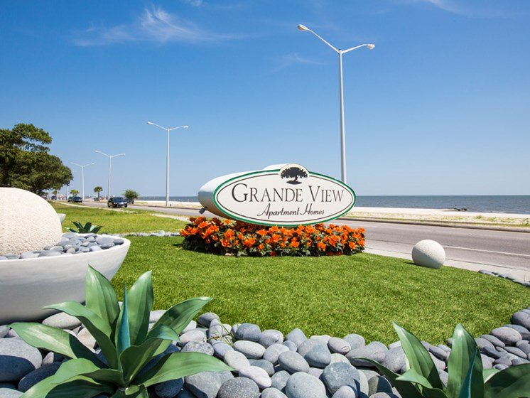 Welcome to Grande View Apartments at Grande View Apartment Homes, 151 Grande View Drive