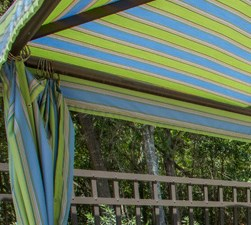 Shaded Sundeck at Grande View Apartment Homes, MS 39531