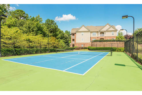 Resident tennis court at Villas at Hannover
