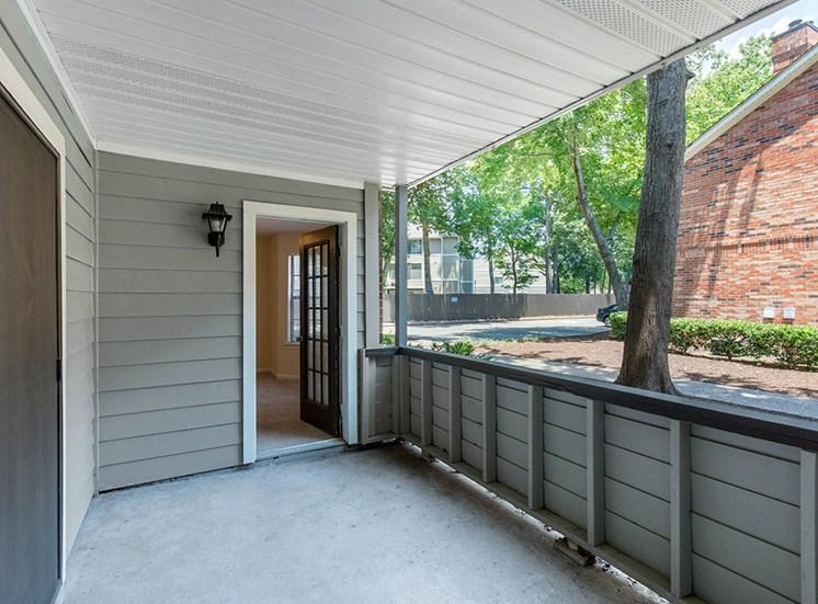 Chesapeake Bay Apartments Entryway
