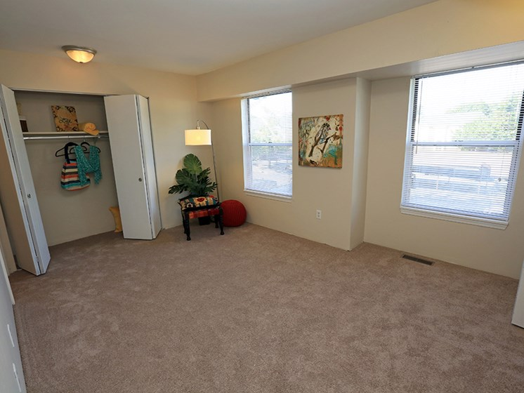 Large Bedrooms At The Bronco Club Townhomes In Kalamazoo, MI Near Western Michigan University