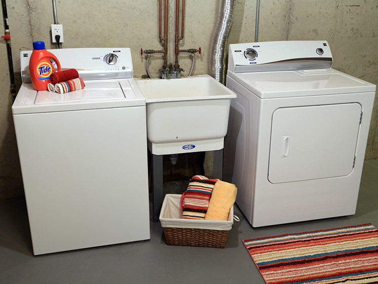 In-Home Laundry At The Bronco Club Townhomes In Kalamazoo, MI Near Western Michigan University