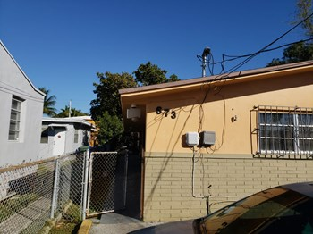 673 NE 86 Street 2 Beds Apartment for Rent Photo Gallery 1