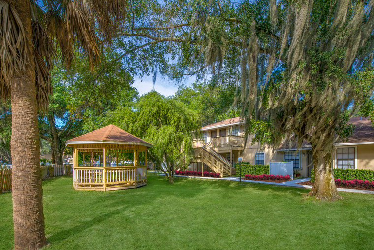 Grand Oaks Apartment Homes Riverview, FL 33578 Gazebo