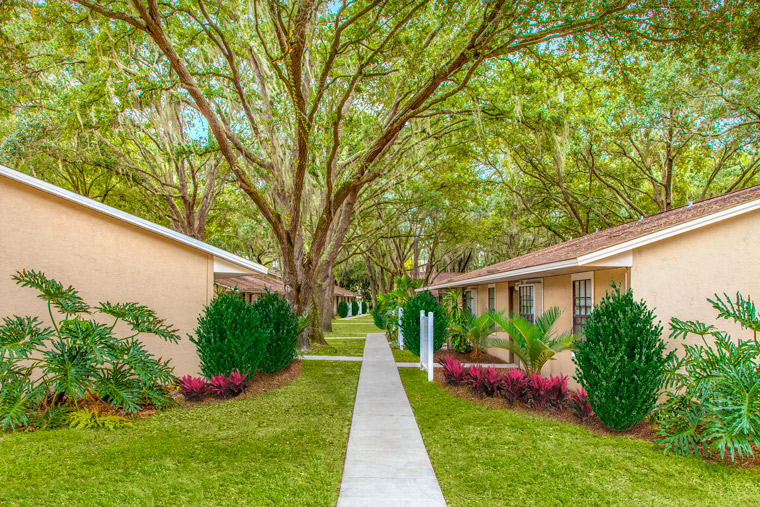 Grand Oaks Apartment Homes Riverview, FL 33578 Sidewalk