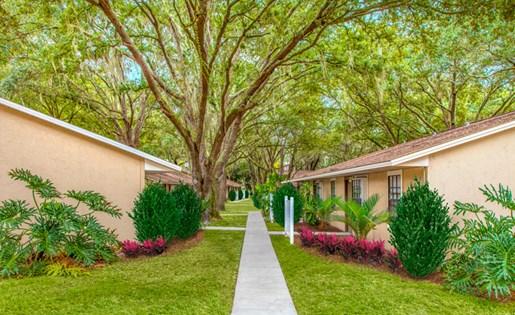 Grand Oaks Apartment Homes Riverview, FL 33578 Sidewalk