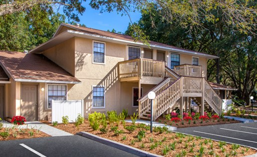 Grand Oaks Apartment Homes Riverview, FL 33578 Well-kept grounds