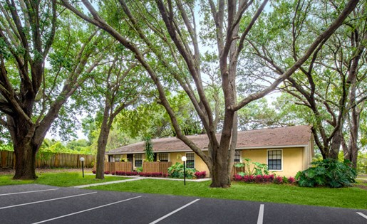 Grand Oaks Apartment Homes Riverview, FL 33578 Landscaping