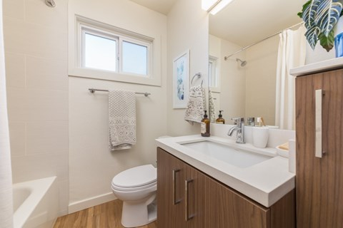 Bathroom l Parc Marin Apartments