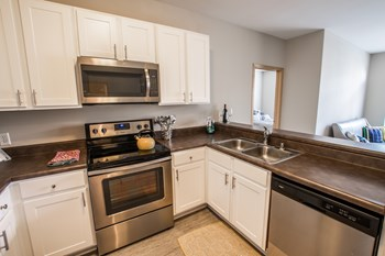 1818 North Commerce Street 2 Beds Apartment for Rent Photo Gallery 1