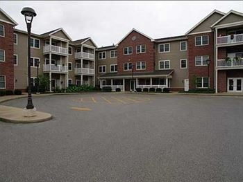 205 Green Bay Road 1-2 Beds Apartment for Rent Photo Gallery 1