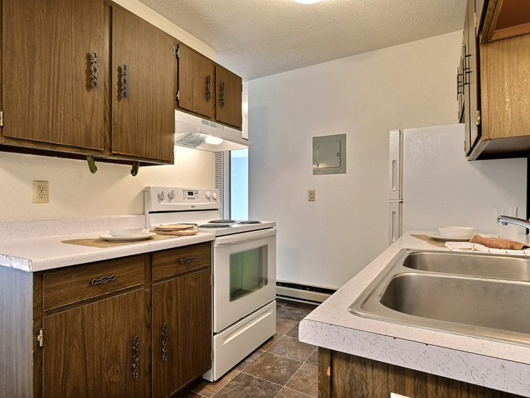Kingswood Apartments | 2 Bdrm - Kitchen