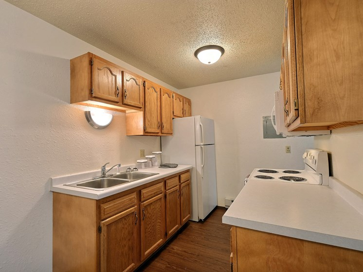 Kingswood Apartments | 3 Bdrm - Kitchen