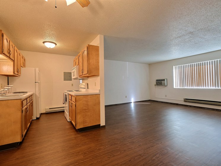 Kingswood Apartments | 3 Bdrm - Kitchen-Living Room