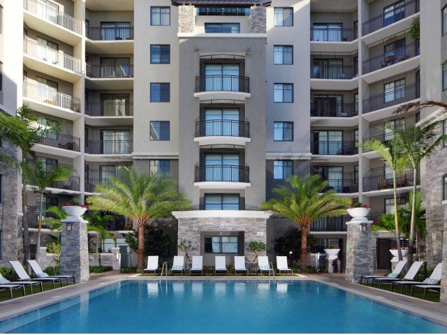 Apartments in Ft Lauderdale, FL - The Edge at Flagler Village Apartments Pool