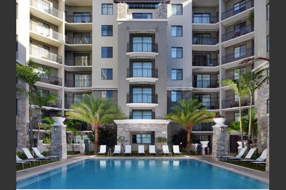 Apartments In Ft Lauderdale Fl The Edge At Flagler Village Pool