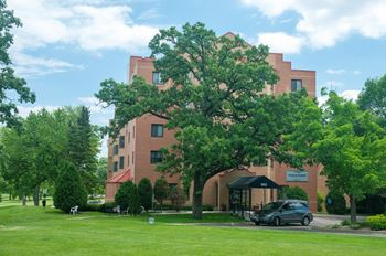 985 Ivy Avenue E 1-2 Beds Apartment for Rent Photo Gallery 1