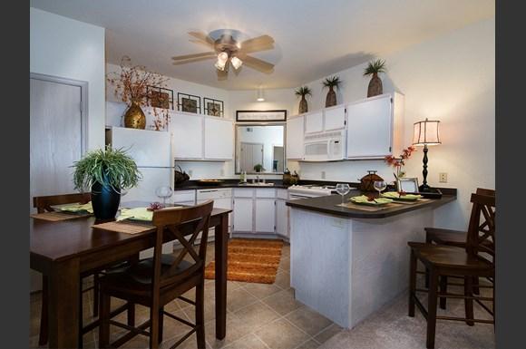 The links at tuscaloosa apartments 1800 links blvd 7501 tuscaloosa al rentcaf for Cheap 1 bedroom apartments in tuscaloosa al