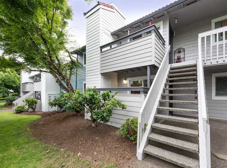 81 Fifty at West Hills Apartment Homes Portland Oregon Park-like Landscaping