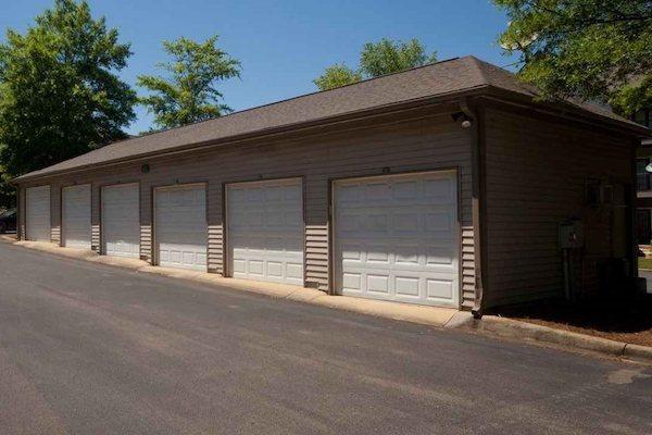 150 Summit, Birmingham, AL,35243 garages available for rent