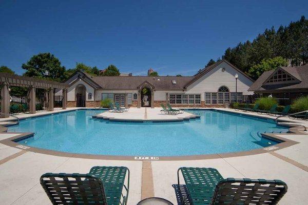 150 Summit, Birmingham, AL,35243 gorgeous pool