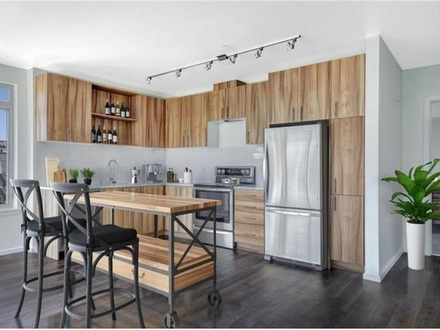 The Whittaker, Seattle, has Spacious kitchens with stainless steel Energy Star appliances.