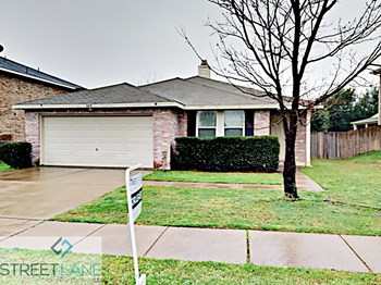 8418 VINETREE DRIVE 3 Beds House for Rent Photo Gallery 1