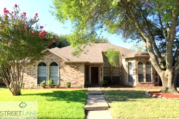 8714 WOODLAKE DRIVE 4 Beds House for Rent Photo Gallery 1