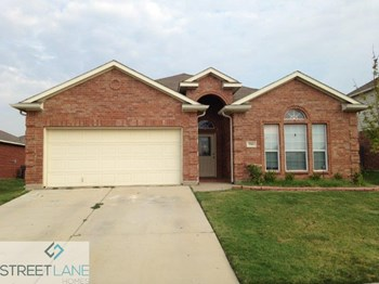 900 PEBBLECREEK DRIVE 3 Beds House for Rent Photo Gallery 1