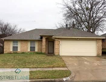 913 ELLIOTT DRIVE 3 Beds House for Rent Photo Gallery 1