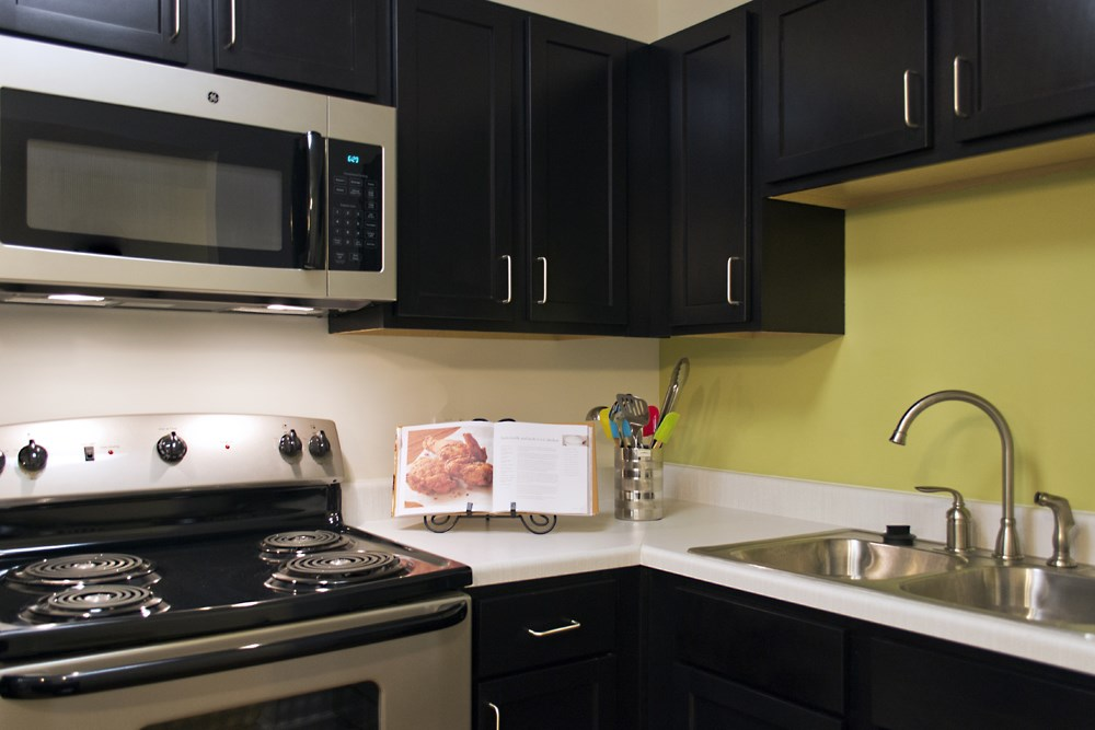 Black kitchen and range at 300 at the Circle Apartments in Lexington
