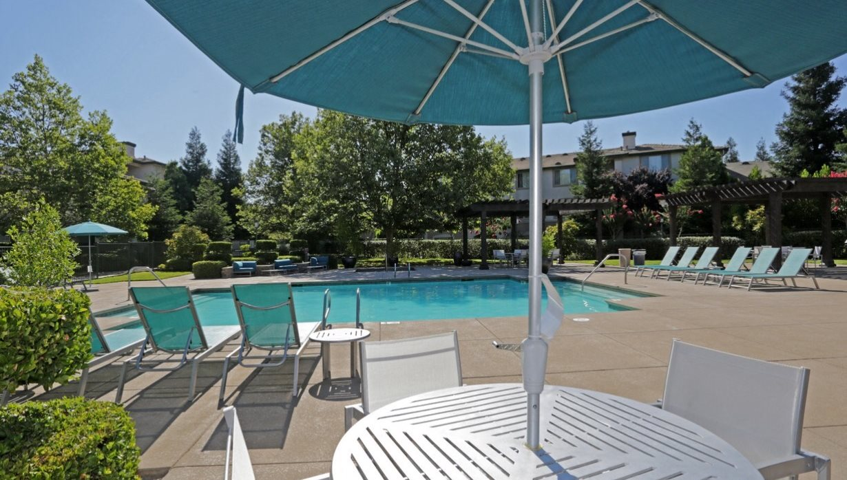 The villages of the galleria apartments in roseville ca for Pool design roseville ca