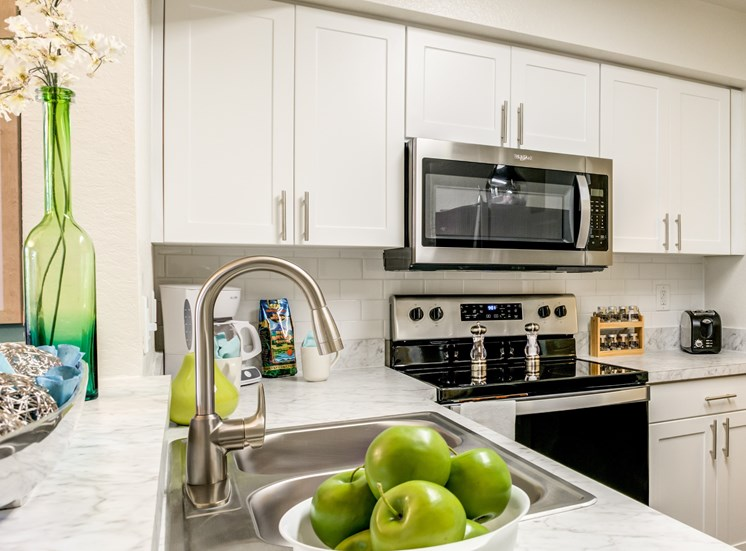 Electric Range In Kitchen at Pine Harbour, Orlando, 32825