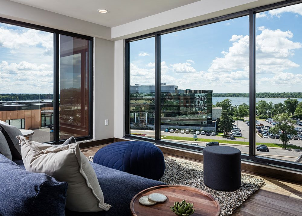 Foundry Lake Street Apartments Lifestyle - Rooftop Lounge