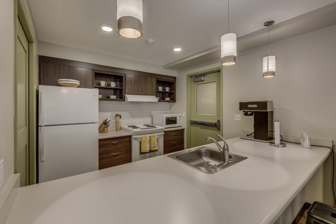 Large Center Island Kitchen at Woodland Park Apartments, Hillsboro, OR, 97123