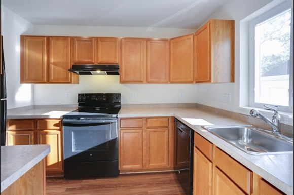 752 Robin Rd Amherst - Fully Applianced Kitchen