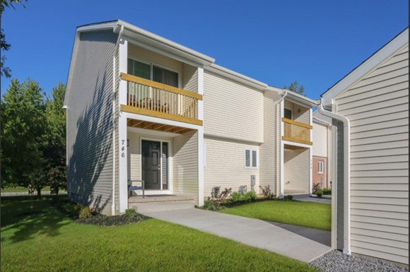 Amherst Townhome for Rent - 752 Robin Rd - Patio and Balcony