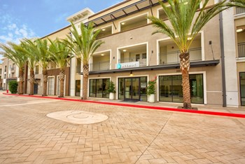 5550 Grosvenor Blvd 1-3 Beds Apartment for Rent Photo Gallery 1