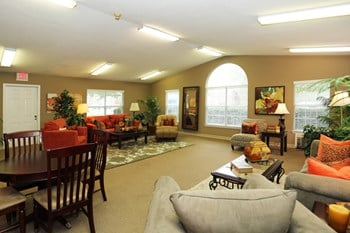 2304 Victory Boulevard 3 Beds Apartment for Rent Photo Gallery 1