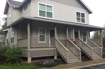 277 SW Walnut Ave 2-3 Beds Apartment for Rent Photo Gallery 1