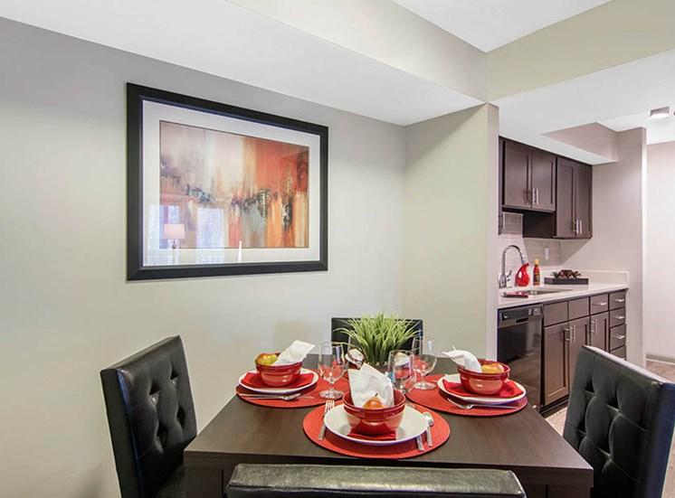 Apartment Dining at Nesbit Palisades, Alpharetta, GA