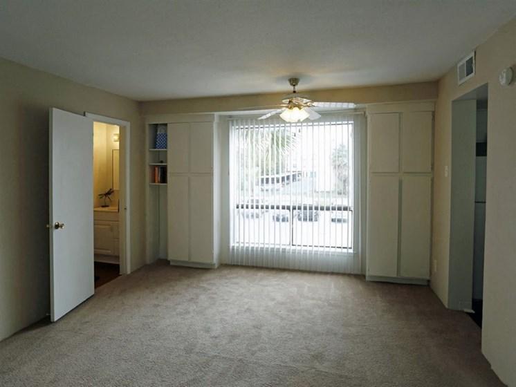 Ceiling Fan, Glass Door In Living Room at Carelton Courtyard, Galveston, TX, 77550