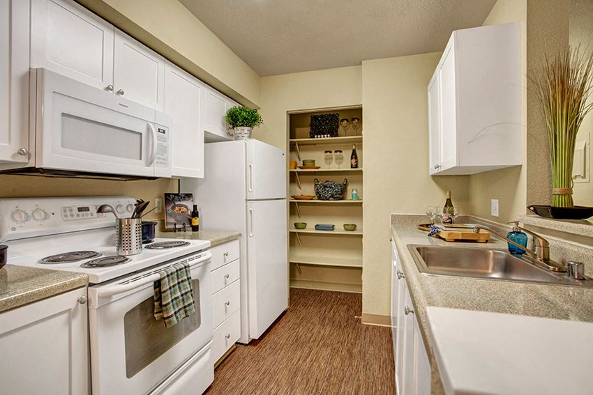 Model Kitchen | Apartments For Rent In Mukilteo WA | On The Green