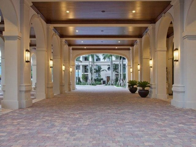 Feel like royalty when passing through our Porte-Cochere.