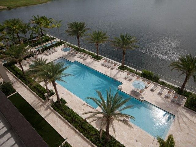 Lakefront Pool at Windsor at Doral,4401 NW 87th Avenue, 33178