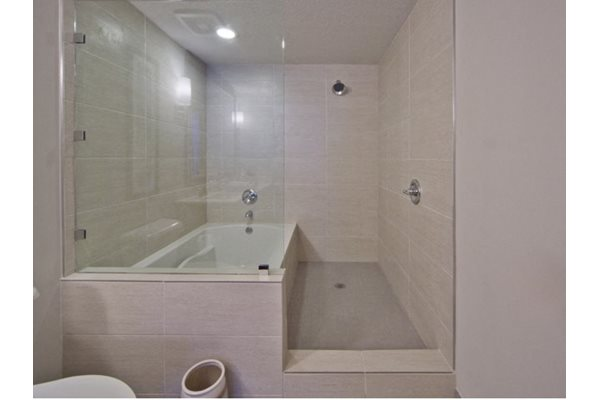 Spacious Bathrooms With Soaking Garden Tubs at Windsor at Doral,4401 NW 87th Avenue, Miami, 33178
