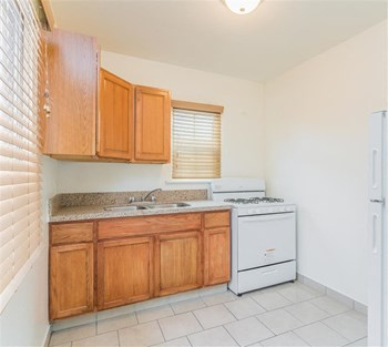 4110 Long Beach Blvd 1-2 Beds Apartment for Rent Photo Gallery 1