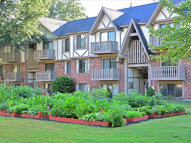 Community Courtyard Gardens at Woodland Place, Michigan, 48640