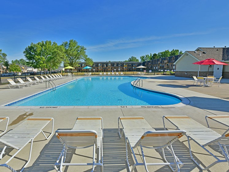 Resort Style Swimming Pool at Windsor Place, Michigan, 48423